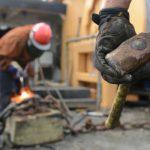 解体や廃棄物の仕事や便利屋で独立する中高年。軽トラは稼げる