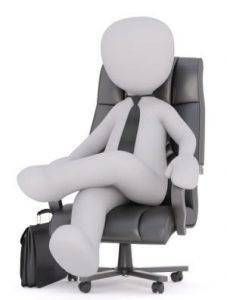 椅子に座っている人