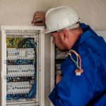 電気工事の仕事は昼寝ができる。肉体労働は夜眠れるし回復も早い